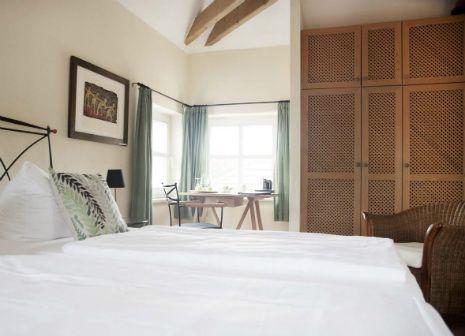 Wir bieten ein Einzel- und zehn Doppelzimmer